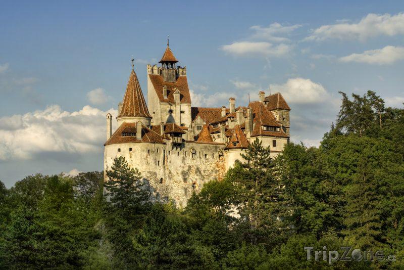 stredoveky-hrad-bran-sidlo-hrabete-drakuly-w-1712